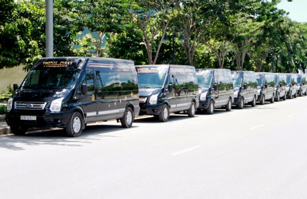 Luxury Cars from Thinh Phat Limousine take Bien Hoa by storm
