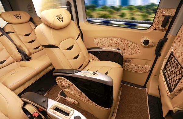 DCAR LIMOUSINE - FORD TOURNEO - Xe thiết kế dành riêng cho doanh nghiệp và gia đình.
