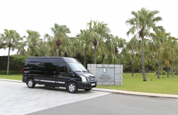HYATT REGENCY LAUNCHES LIMOUSINE-STANDARDS TRANSPORT CARS