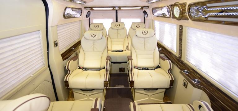Khoang hành khách 7 chỗ ngồi rộng rãi